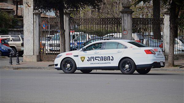 პოლიციის მანქანა ბათუმში, შსს-ს შენობის წინ - Sputnik საქართველო