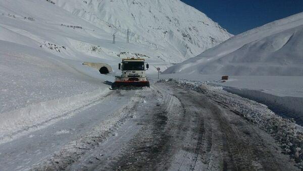 Расчистка от снега Военно-Грузинской дороги - Sputnik Грузия