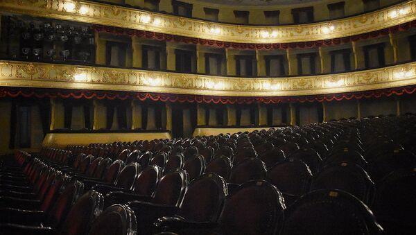 Зрительский зал тбилисского драматического театра им. Шота Руставели - Sputnik Грузия