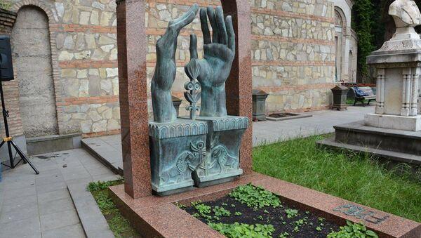 Мтацминдский пантеон в Тбилиси, могила художника Ладо Гудиашвили - Sputnik Грузия