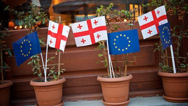 Украшенная флажками Грузии и ЕС часть проспекта Агмашенебели в районе Новый Тифлис - Sputnik Грузия