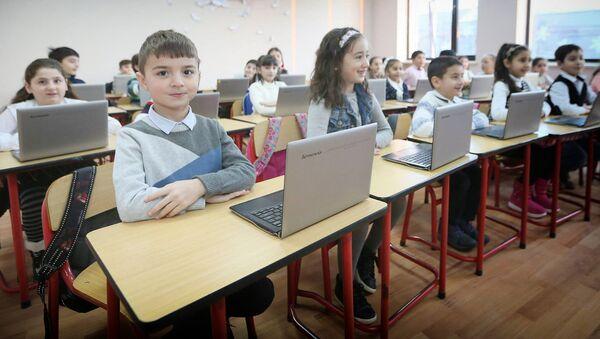ახალი სკოლის მოსწავლეები - Sputnik საქართველო
