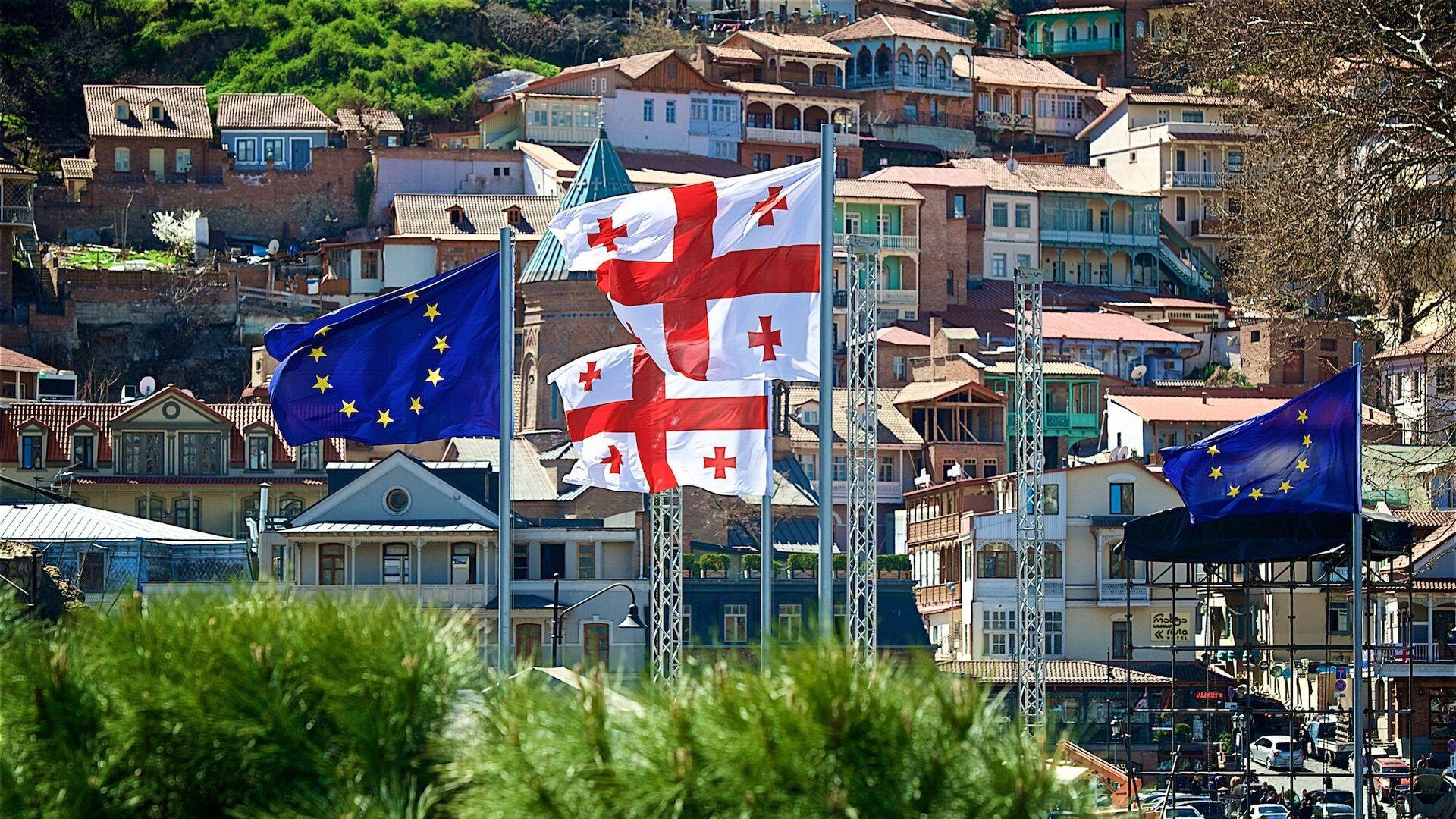 Флаги Евросоюза в центре столицы Грузии - Sputnik Грузия, 1920, 01.09.2021