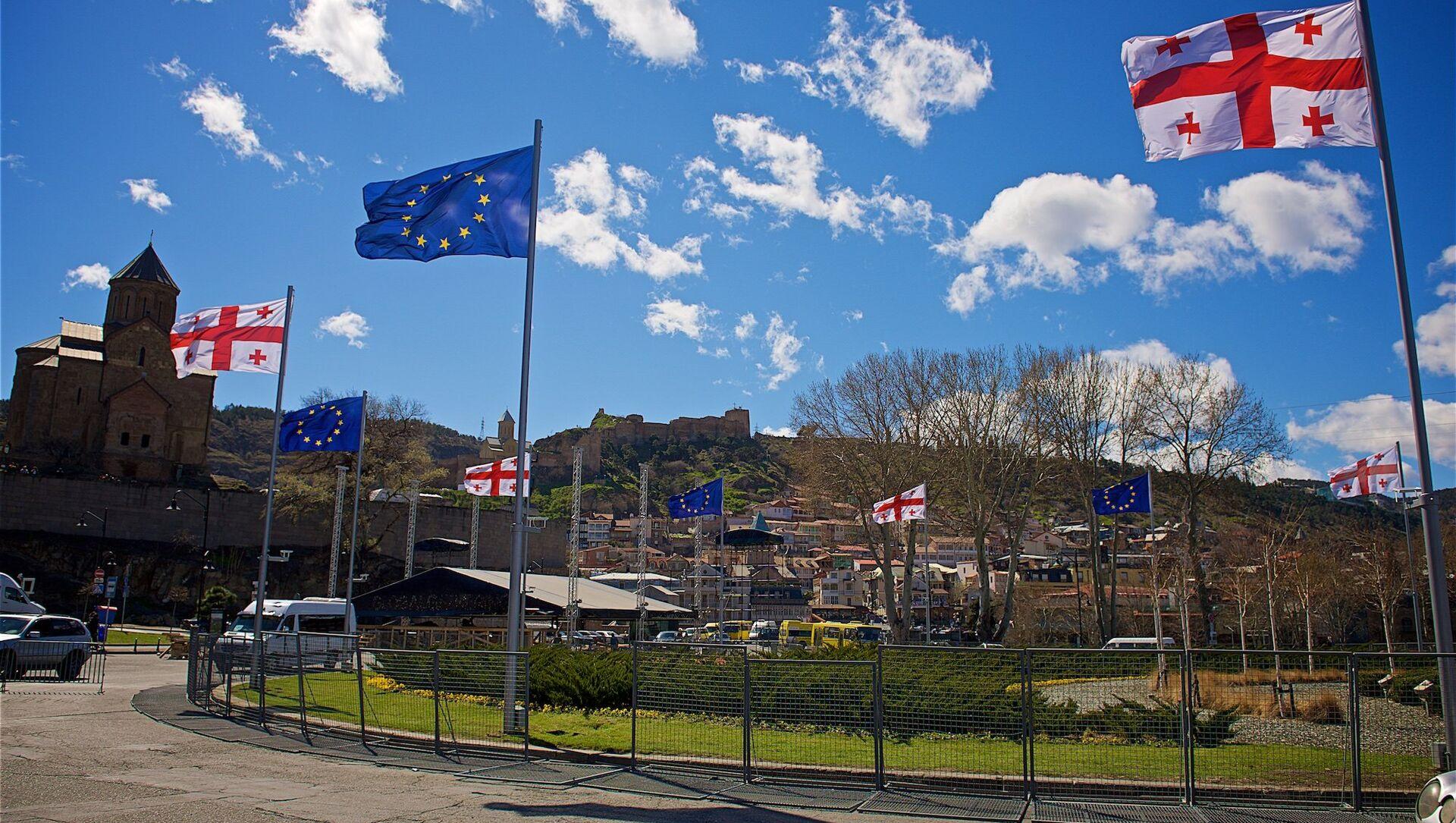 Флаги Евросоюза в центре столицы Грузии - Sputnik Грузия, 1920, 09.07.2021