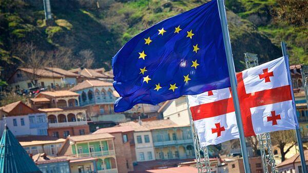 Флаги Евросоюза в центре столицы Грузии - Sputnik Грузия