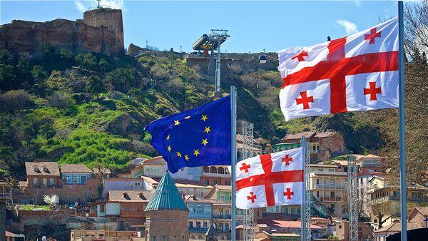 Флаги ЕС и Грузии в центре грузинской столицы - Sputnik Грузия