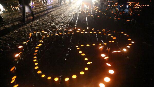 Японцы зажгли свечи в память жертв цунами и землетрясения 2011 года - Sputnik Грузия
