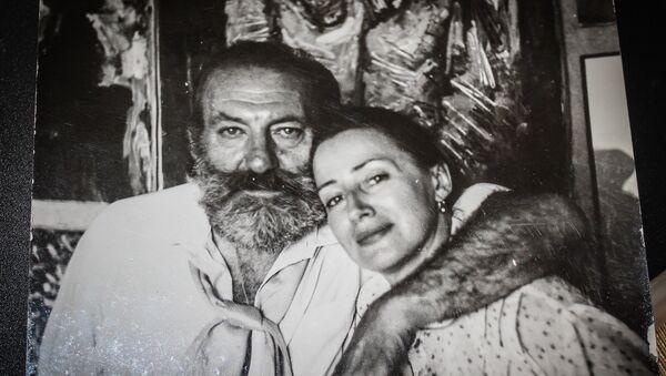 Художник Лев Баяхчев с супругой Еленой - Sputnik Грузия