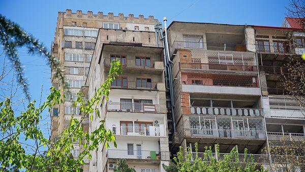 Пристройки к жилым домам грузинской столицы - Sputnik Грузия