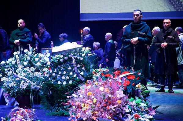 Церемония прощания с грузинским актером театра и кино Гиви Берикашвили на сцене театра им.Марджанишвили - Sputnik Грузия