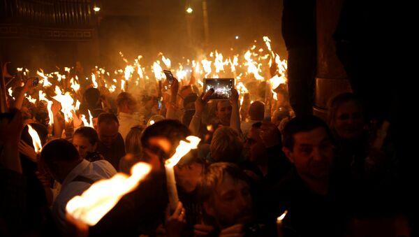 წმინდა ცეცხლის გადმოსვლა მაცხოვრის საფლავის ტაძარში იერუსალიმში - Sputnik საქართველო