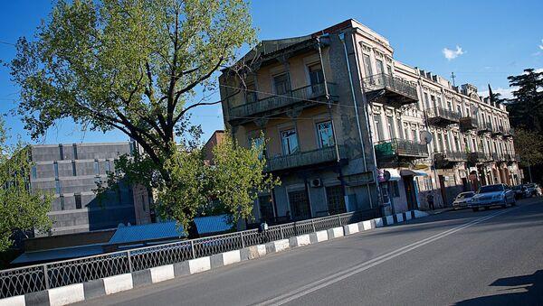 Вид на дома у Сухого моста в центре Тбилиси - Sputnik Грузия