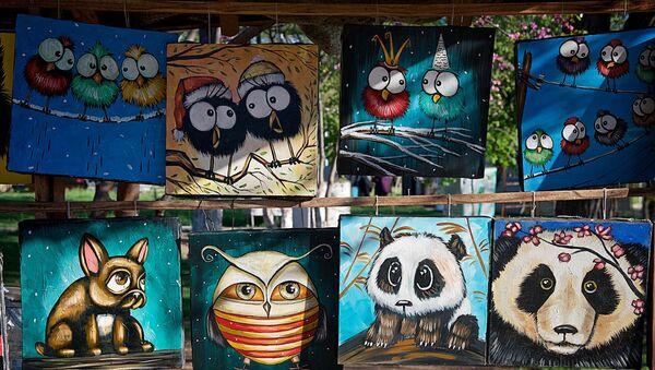 Веселые картины грузинских художников на Сухом мосту - Sputnik Грузия