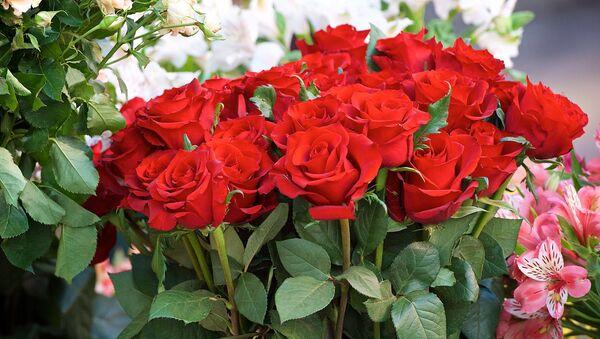 Розы на одном из тбилисских цветочных рынков - Sputnik Грузия