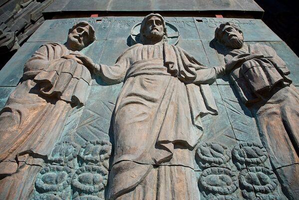 При создании памятника История Грузии использовались бронза и медь - Sputnik Грузия