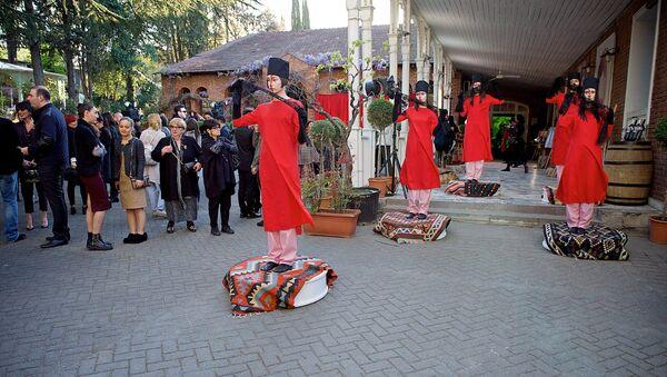 Перформансом в честь Софико Чиаурели открылась Неделя моды в Тбилиси - Sputnik საქართველო