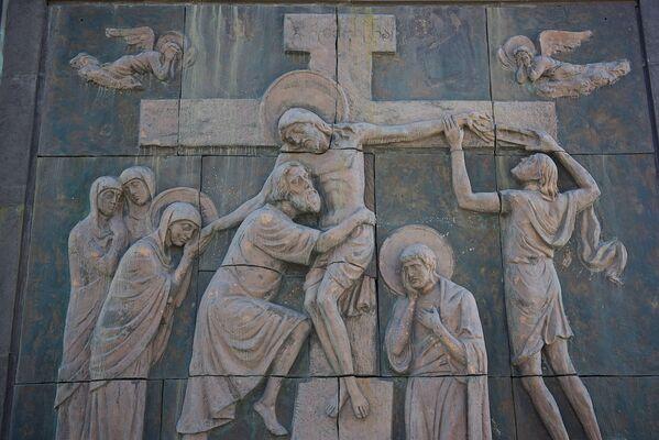 Если посмотреть на комплекс История Грузии сверху - колонны располагаются в форме креста - Sputnik Грузия