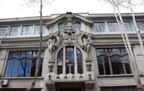Скульптурная композиция над дверным проемом - Sputnik Грузия
