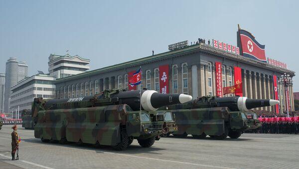 Пусковые установки баллистических ракет средней дальности Nodong Корейской народной армии во время парада, приуроченного к 105-й годовщине со дня рождения основателя северокорейского государства Ким Ир Сена, в Пхеньяне - Sputnik Грузия