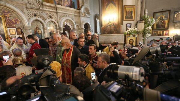Премьер Грузии Георгий Квирикашвили на службе, которую провел Католикос-Патриарх Илия II в Кашветском храме Святого Георгия - Sputnik Грузия