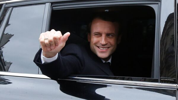 Кандидат в президенты Франции Эммануэль Макрон после голосования во втором туре президентских выборов - Sputnik Грузия