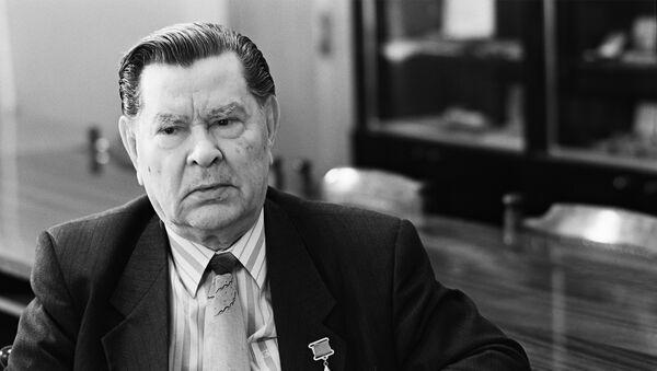 Герой Советского Союза Алексей Маресьев - Sputnik Грузия