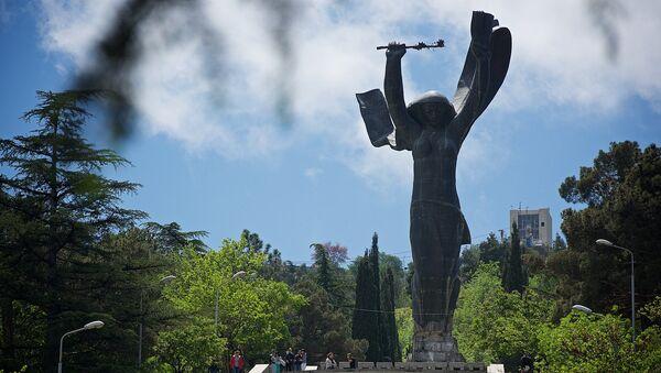 28-метровая статуя Победы в парке Ваке в Тбилиси - Sputnik Грузия