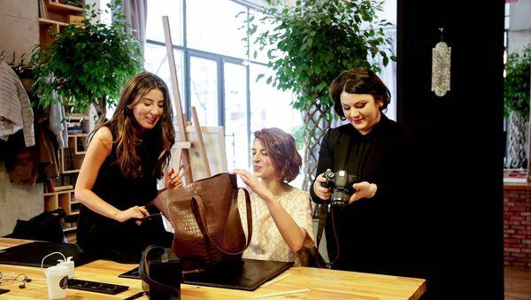 ნატალი ნოზაძე კოლეგებთან ერთად - Sputnik საქართველო