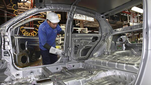 Сборка электромобилей на заводе по производству машин в Малайзии - Sputnik Грузия