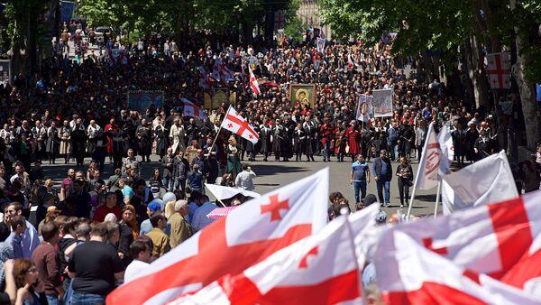 Многотысячное шествие по проспекту Руставели в День святости семьи 17 мая - Sputnik Грузия