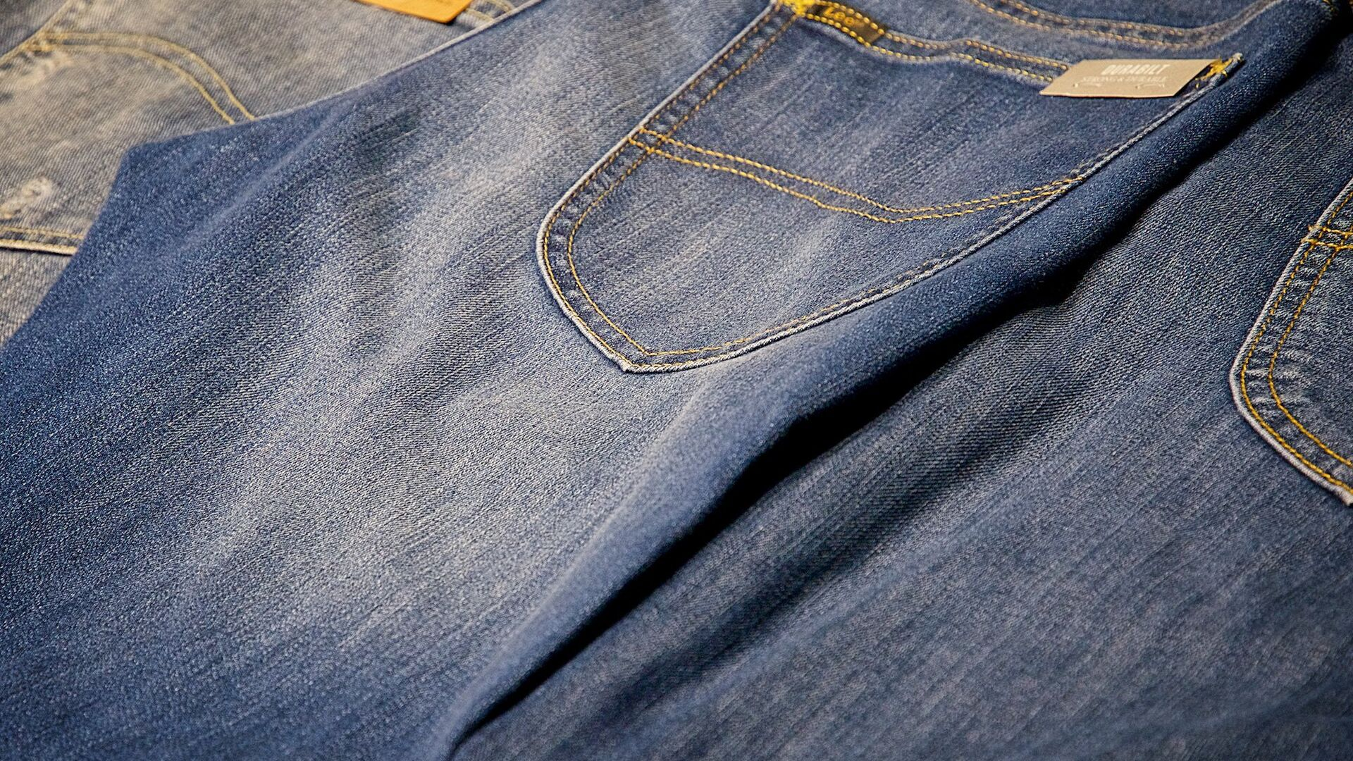 Новые джинсы в магазине - Sputnik Грузия, 1920, 11.09.2021