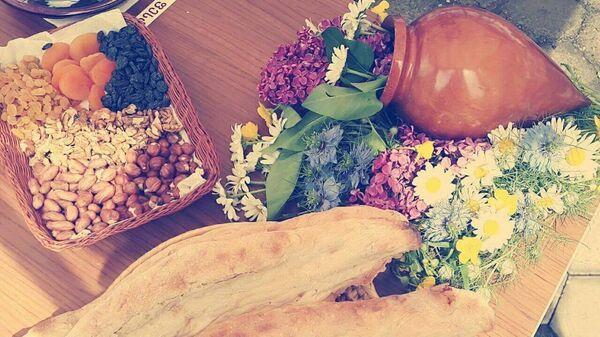 ქართული პური, თხილეული და ყვავილები - Sputnik საქართველო