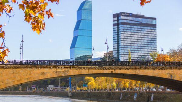 Вид на Верийский мост и отели Рэдиссон и Билтмор в Тбилиси - Sputnik Грузия