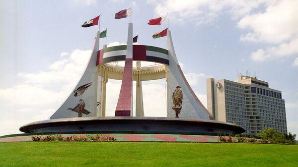 Памятник в честь создания независимого федеративного государства Объединенных Арабских Эмиратов - Sputnik Грузия