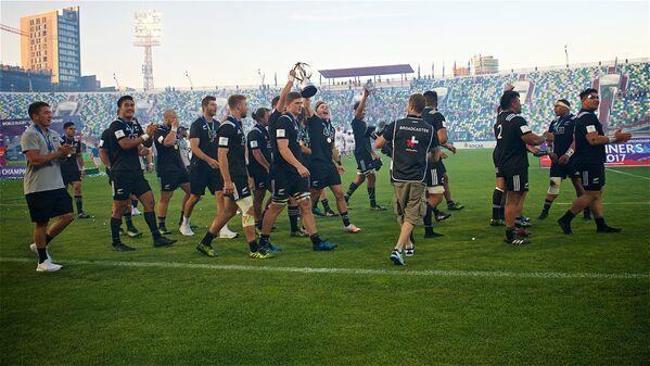 Игроки сборной Новой Зеландии идут по стадиону им. Михаила Месхи в Тбилиси после победы в чемпионате мира U-20 - Sputnik Грузия