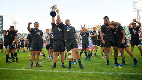 В итоге Кубок победителей - в руках регбистов из Новой Зеландии, команда которых за весь чемпионат не проиграла ни одного матча - Sputnik Грузия