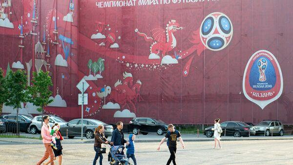 Баннер с символикой Кубка конфедераций FIFA 2017 на одной из улиц в Казани - Sputnik Грузия
