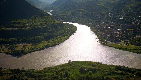 Вид на город Мцхета и место слияния рек Арагви и Кура со смотровой площадки у монастыря Джвари - Sputnik Грузия