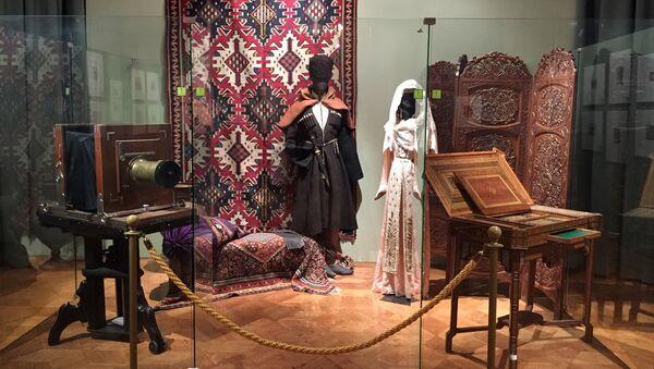 Фотоаппарат конца XIX века и национальный грузинский костюм - Sputnik Грузия