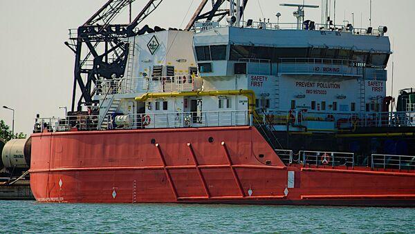 Нефтеналивной танкер в Потийском порту - Sputnik Грузия