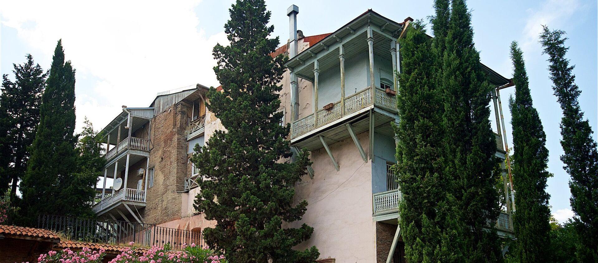 Один из домов в историческом центре Тбилиси - Sputnik Грузия, 1920, 02.07.2021