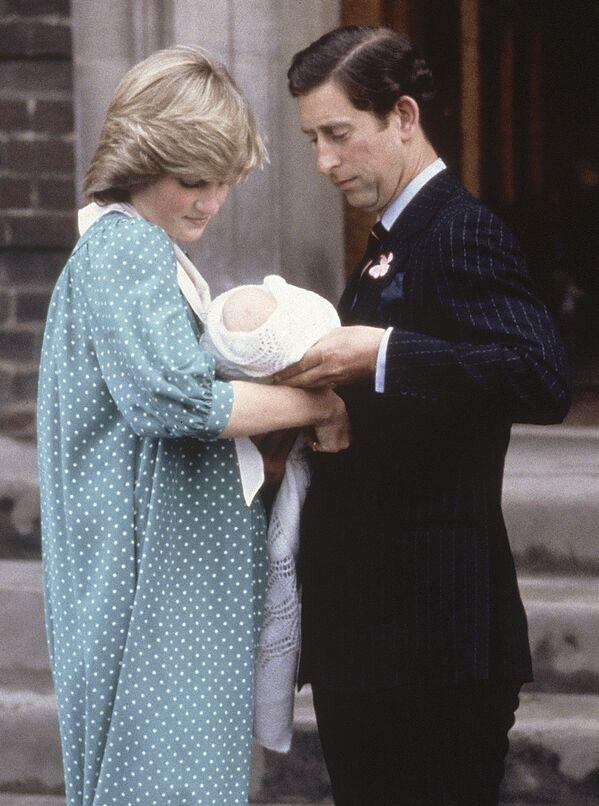 Сначала всё шло будто бы гладко, уже через год у пары родился первенец, Уильям, а ещё через два, в 1984-м – Гарри - Sputnik Грузия