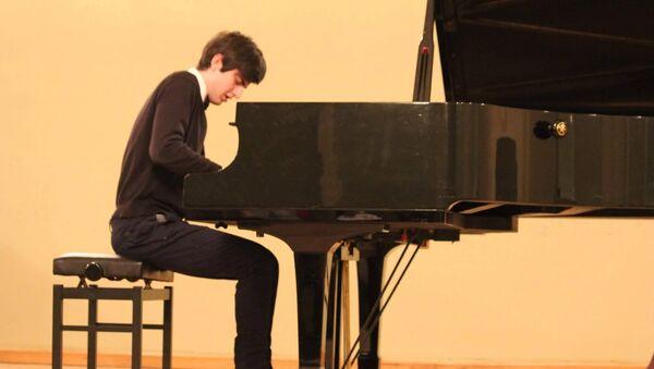 Пианист Сандро Гегечкори - Sputnik Грузия