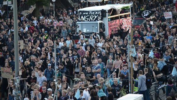 Участники акции протеста в преддверии саммита G20 в Гамбурге - Sputnik Грузия