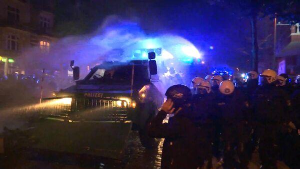 Ночные столкновения полицейских с протестующими в Гамбурге - Sputnik Грузия