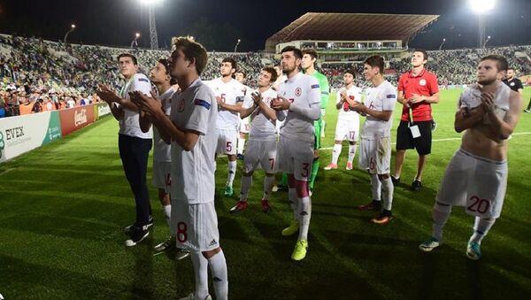 Сборная Грузии по футболу U-19 благодарит болельщиков - Sputnik Грузия