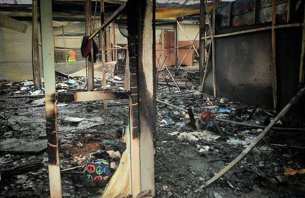 Сильный пожар на вещевом рынке Поти начался в семь утра - Sputnik Грузия