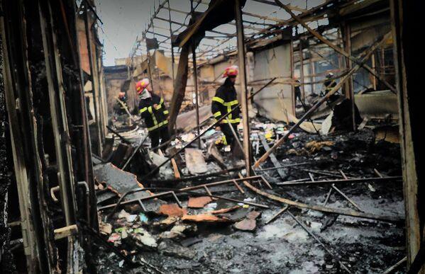 На место пожара оперативно прибыли 9 пожарных бригад, в настоящее время очаг возгорания ликвидирован - Sputnik Грузия