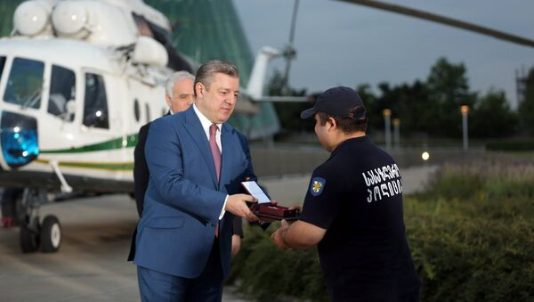 Премьер Грузии Георгий Квирикашвили наградил сотрудников Погранполиции и спасателей - Sputnik Грузия