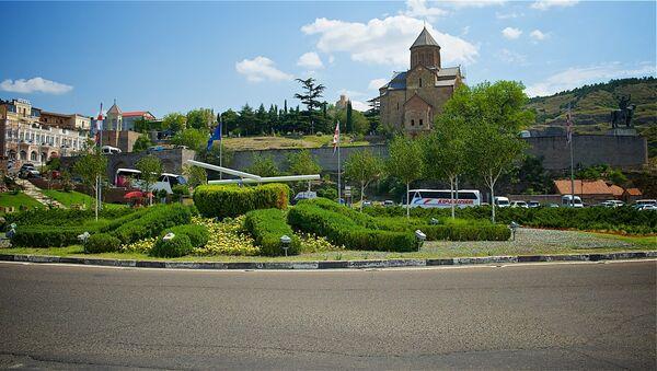 Вид на площадь Европы и Метехскую церковь в центре Тбилиси - Sputnik Грузия